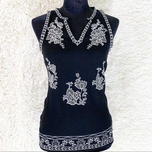 ENTRO Black & White Embroidered Sleeveless Tank